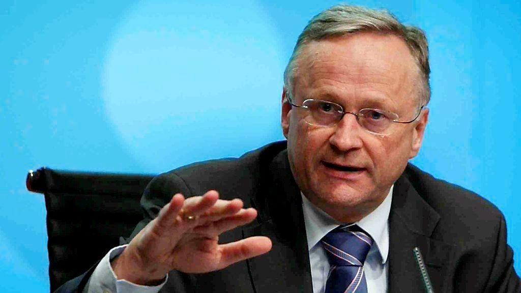Tidligere sentralbanksjef Svein Gjedrem gir seg som byråkrat.