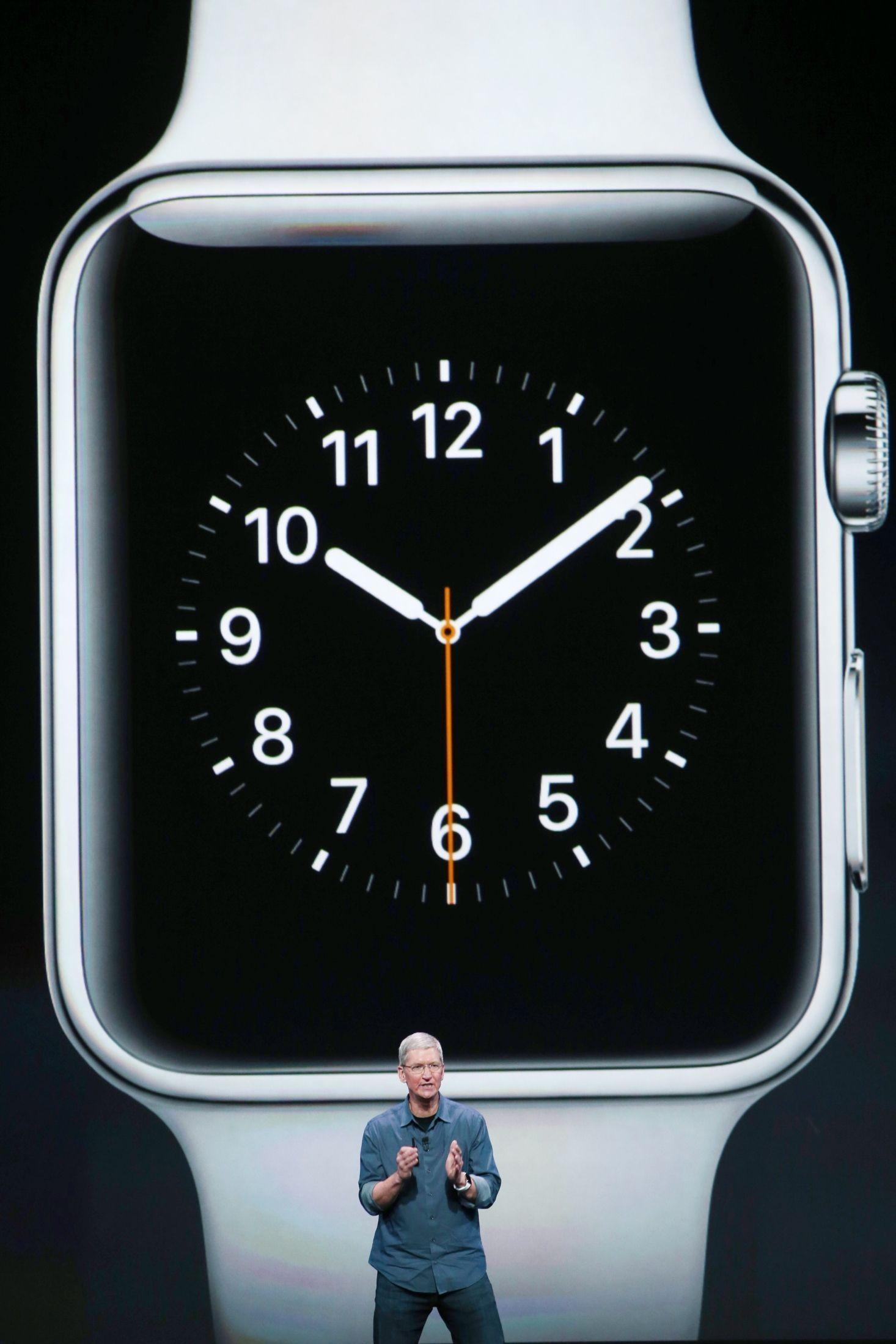 Applesjef Tim Cook annonserte smartklokken Apple Watch tirsdag kveld.