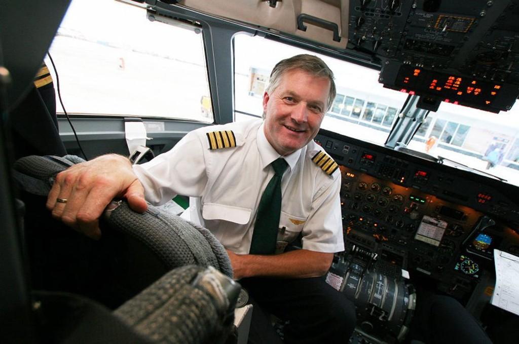 Ola Giæver jr. er - og har vært - en svært aktiv investor og samfunnsdebattant - samtidig som han har vært flykaptein i Widerøe (WF). Nå vil selskapet kvitte seg med ham.