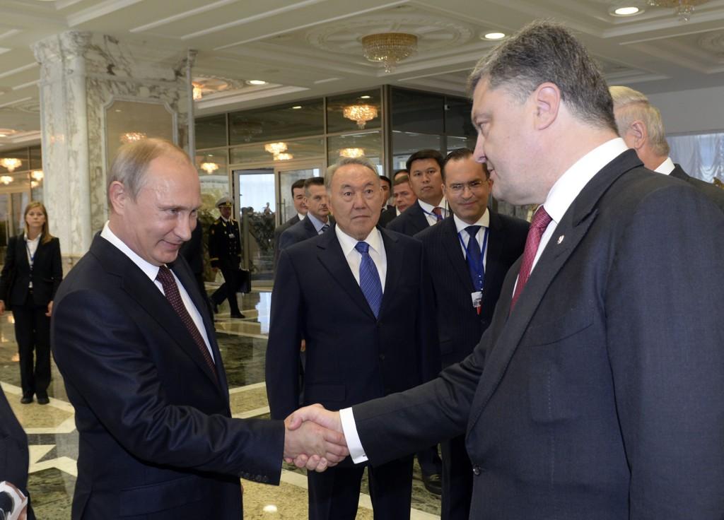 Russlands president Vladimir Putin og den ukrainske presidenten Petro Porosjenko er enige om en permanent våpenhvile. Her fra da de to møtte hverandre i Minsk i forrige uke.