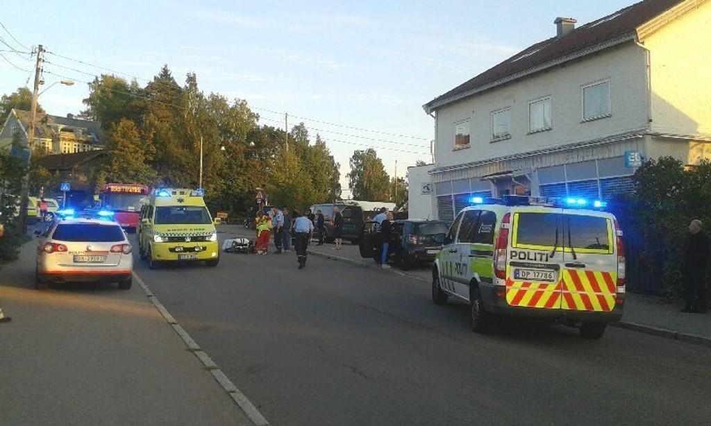 NØDETATENE: Politi og ambulanse i Kjelsåsveien ved Coop, etter ulykke torsdag kveld.
