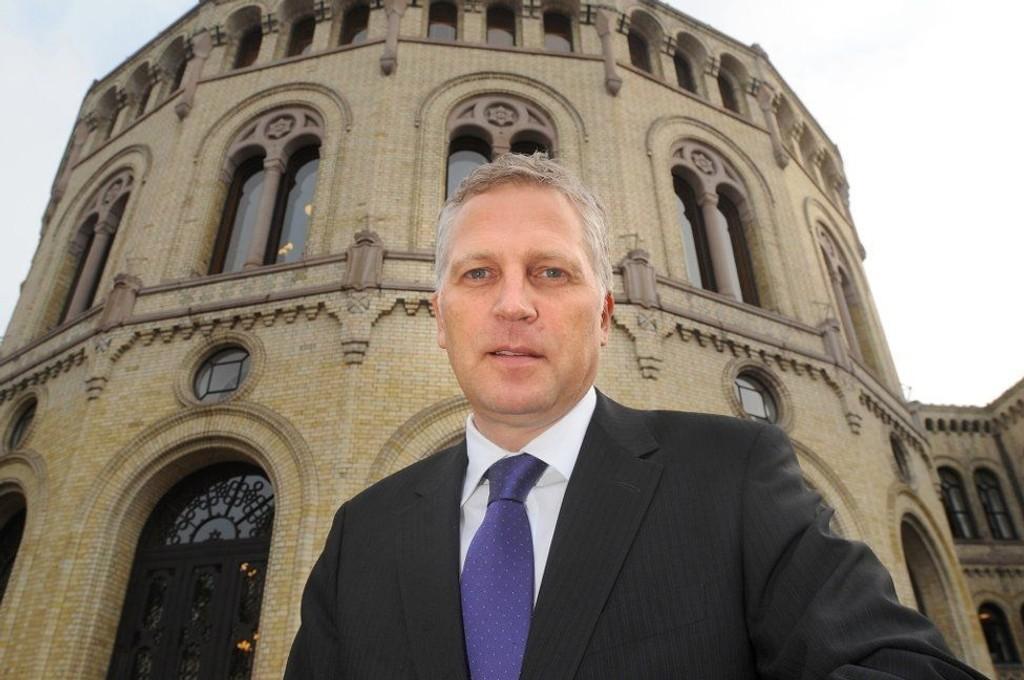 Et salg av Kværener til utlandet må godkjennes av de folkevalgte, påpeker Øyvind Korsberg (Frp).