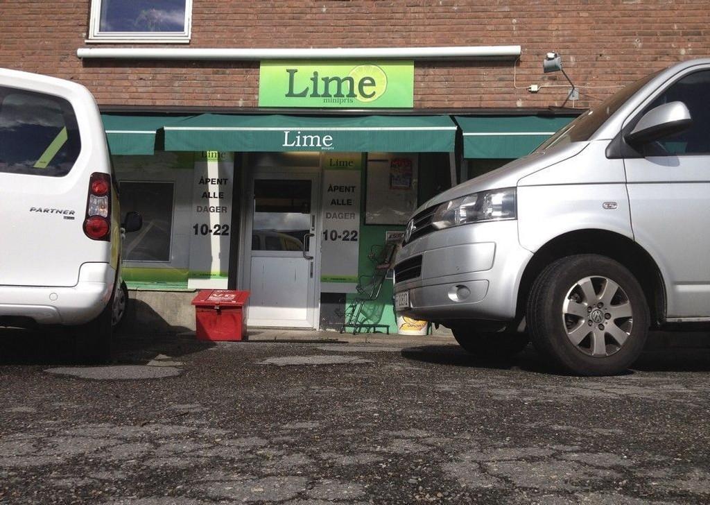 Flere Lime-butikker ble undersøkt av skattemyndigheter og politi tirsdag. Her fra butikken på Etterstad i Oslo.