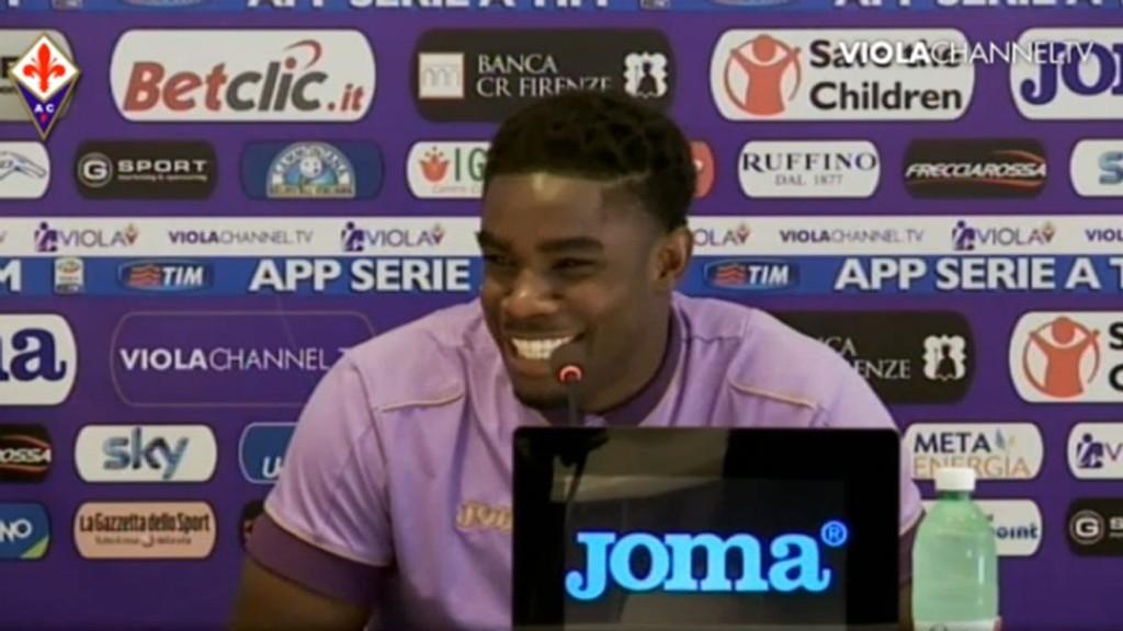 NY KLUBB: Micah Richards ble presentert som Fiorentina-spiller torsdag. Foto: Skjermdump ViolaChannel