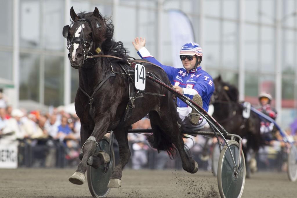 Flyvemaskinen til Tom Erga blir vår frekke banker fra Forus. _foto_Roger Svalsr¿d_hesteguiden.com
