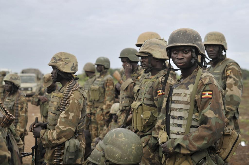 Bildet viser ugandiske soldater på vei inn i den somaliske byen Bulamareer i slutten av august i år, etter at opprørere fra al-Shabaab var blitt fordrevet fra byen. De ugandiske soldatene er en del av en afrikansk fredsbevarende styrke.