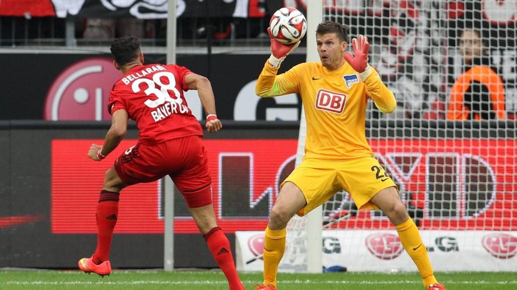 Hertha Berlin-keeper Rune Jarstein fikk merke Bayer Leverkusens scoringsform på kroppen da lagene møttes 30. august. Nordmannen redder her en avslutning fra Karim Bellarab, men måtte plukke fire baller ut av nettet.
