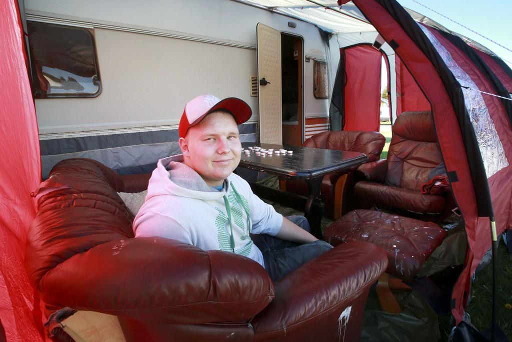 18-åringen fra Korgen i Hemnes skal sammen med sin bror bo på Bodøsjøen camping hele dette skoleåret.