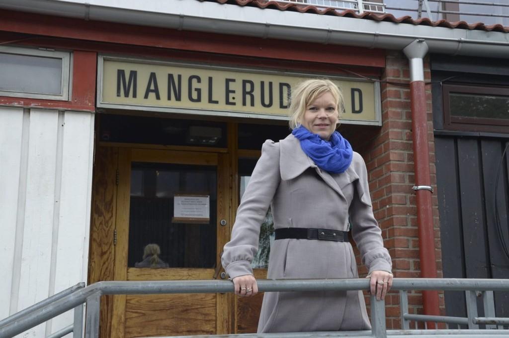 STENGT: På Manglerud bad blir forkjemper Tina Rødahl møtt med en låst dør. Det er lite som tyder på at det vil kunne åpne i nærmeste fremtid.