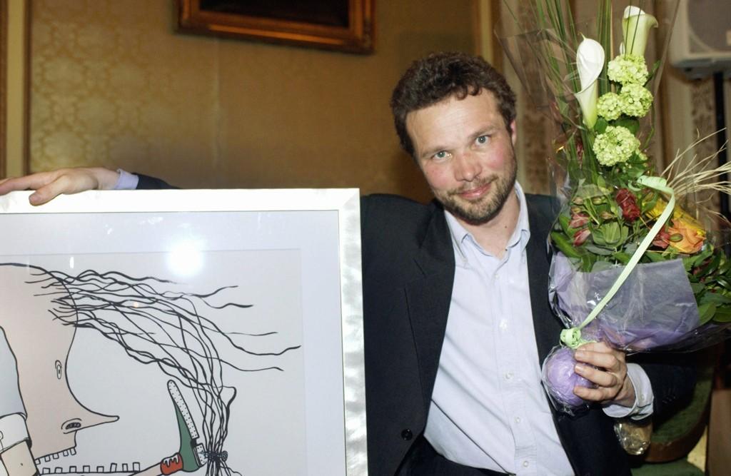 """Andreas Wiese slutter i Dagbladet. Her fra da han vant medieprisen - """"Gullpennen"""" i 2003."""