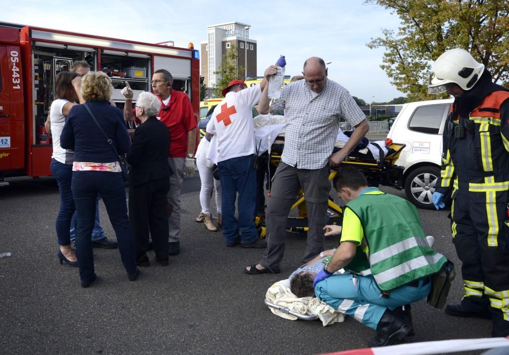 Tre personer er bekreftet omkommet, og fem er kritisk skadd, etter at en monstertruck kjørte inn i en folkemengde under et bilshow i Nederland søndag.