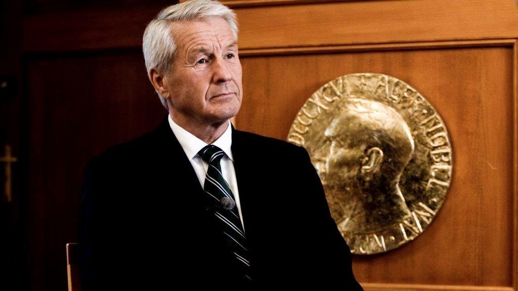 ADVARER STORTINGET: Torbjørn Jagland advarer Stortinget mot å blande seg inn i komiteens arbeid.