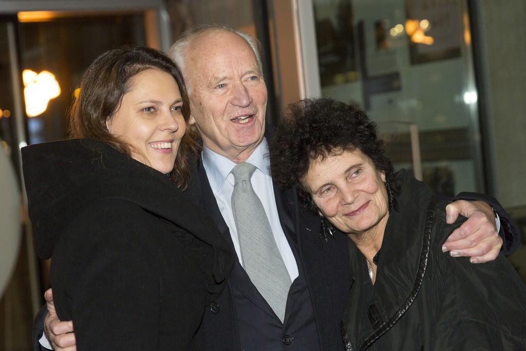 SAMMEN: Her er Thorvald Stoltenberg sammen med regissør Anja Breien på Liv Ullmann sin 75-årsdag på Rockheim i Trondheim i fjor. F.v filmregissør og produsent Margreth Olin.