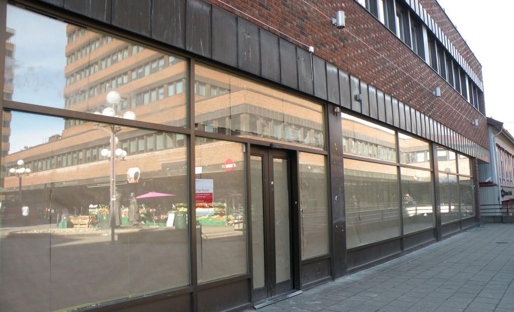 Tøyensenteret har en rekke tomme butikklokaler. Arkitekt Linn-Heidi Skarpaas mener disse er ypperlige til å lage barnehager i.