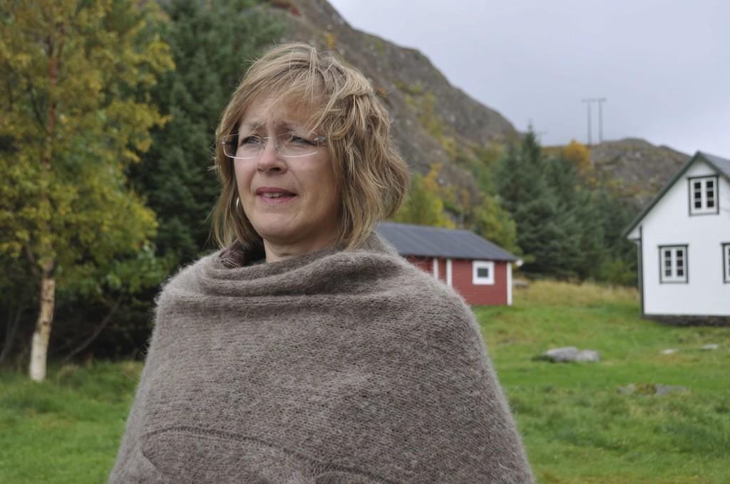 """GIR UT BOK: - Jeg har vært mye sint, sier Kristin Molvik Botnmark, forfatter av boka """"Raushetens grenseland""""."""