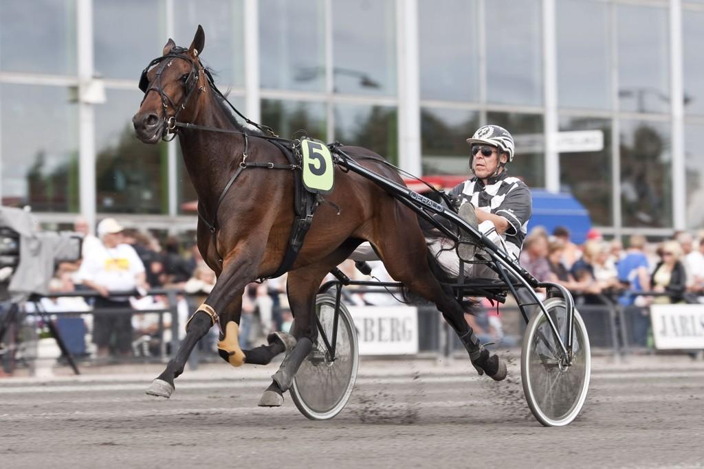 Axel Jacobsen kjører vår banker denne torsdagen. foto_Roger Svalsr¿d_hesteguiden.com