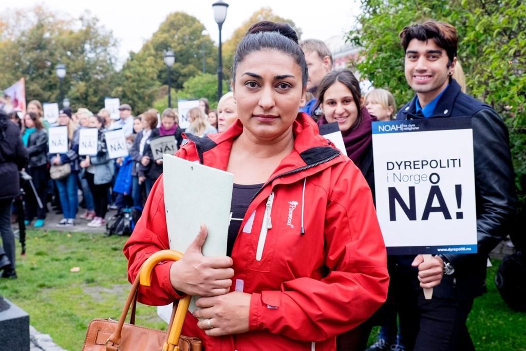 Shabana Rehman Gaarder var en av appellantene under markeringen for et norsk dyrepoliti lørdag ettermiddag.