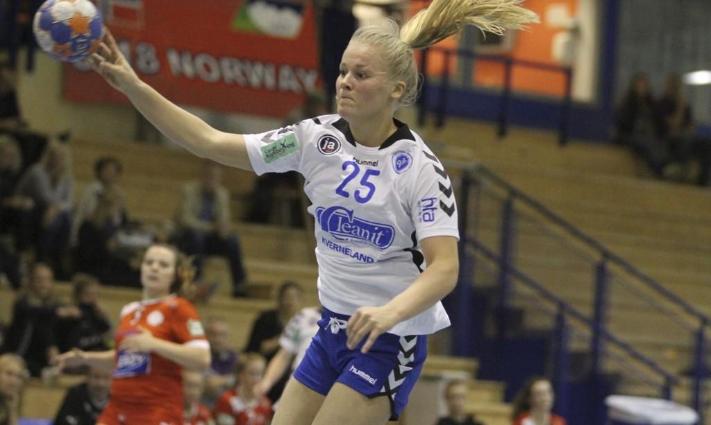 MANGE KONTRINGER: Synne Myhre og Oppsal fikk veldig lett spill mot Tromsø. Her kontrer Synne inn ett av sine fem mål i 33-9 seieren i Oppsal Arena. FOTO: ARILD JACOBSEN