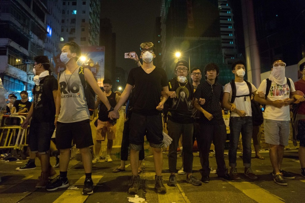 Demonstranter i Hongkong søndag.