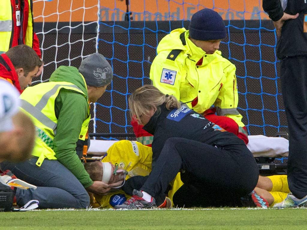 SMELL: Odd-keeper André Hansen ble slått bevisstløs etter en duell som førte til baklengsmål mot Aalesund.