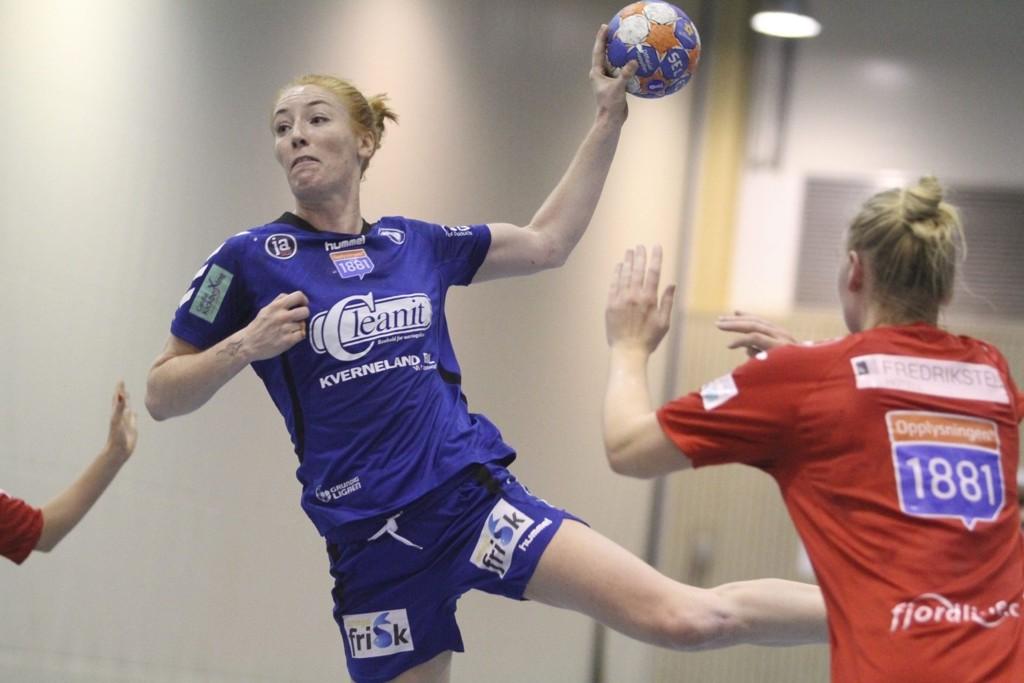 BESTEMANNSPREMIEN: Nina Stokland ble kåret til Oppsals beste spiller i 23-21 seieren mot Halden. FOTO: ARILD JACOBSEN