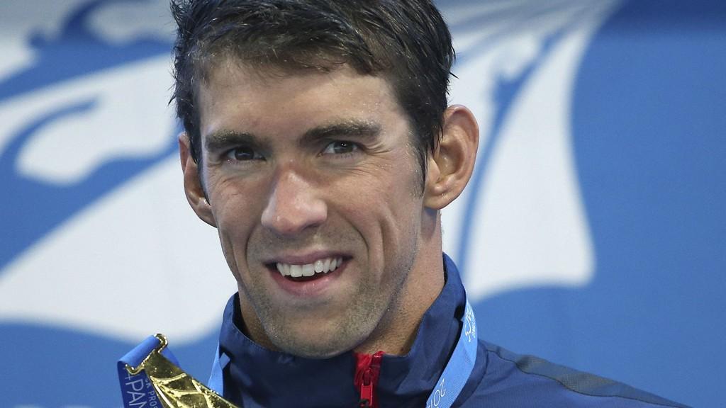 Svømmestjernen Michael Phelps er utestengt fra idretten i seks måneder og vraket fra det amerikanske laget til neste års VM i svømming.