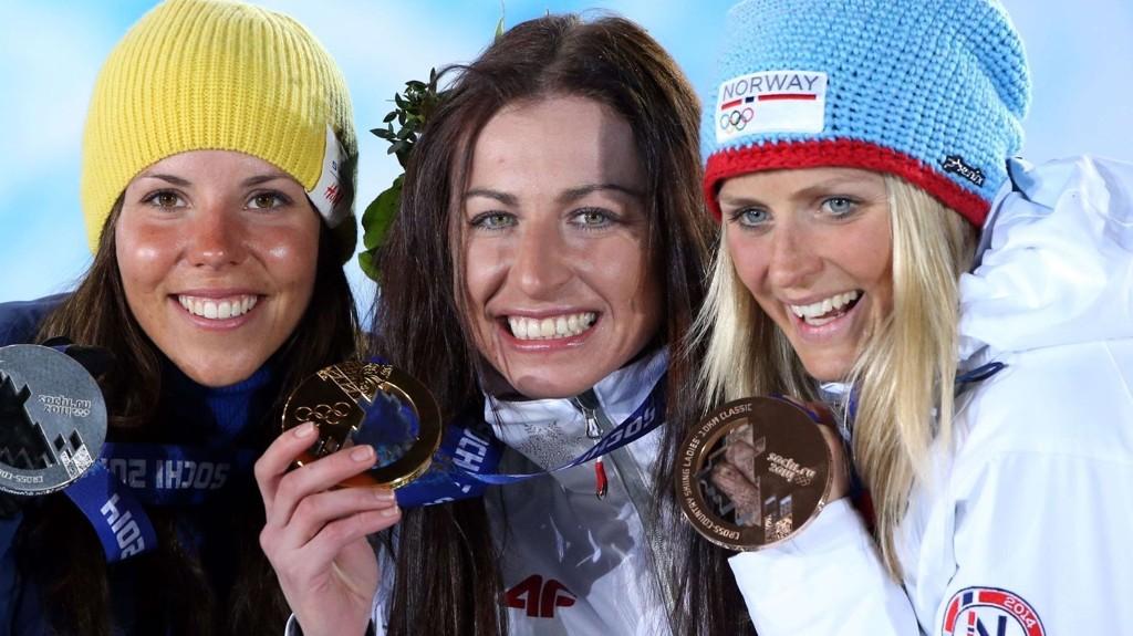 KONKURRERER VIDERE: Justyna Kowalczyk (midten), her sammen med Therese Johaug og Charlotte Kalla.