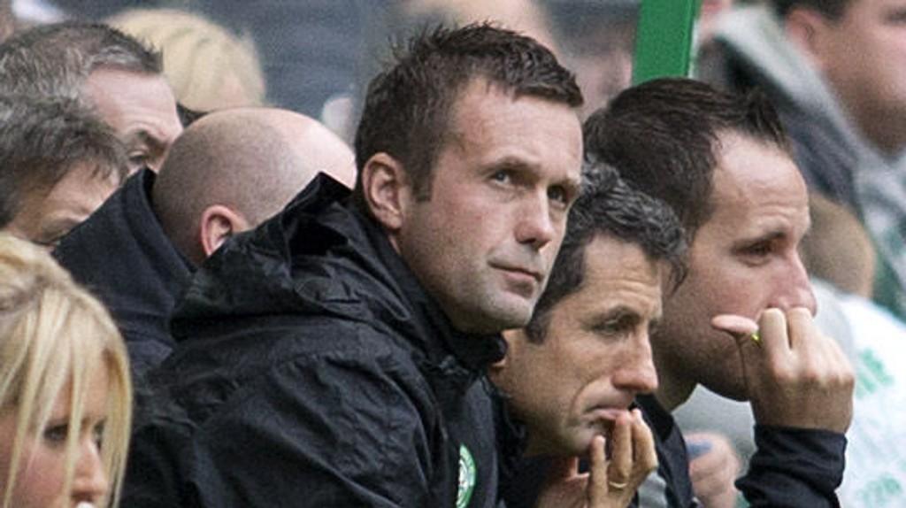 Den tidligere Celtic-spilleren Chris Sutton mener Ronny Deila gjør «alt» feil.