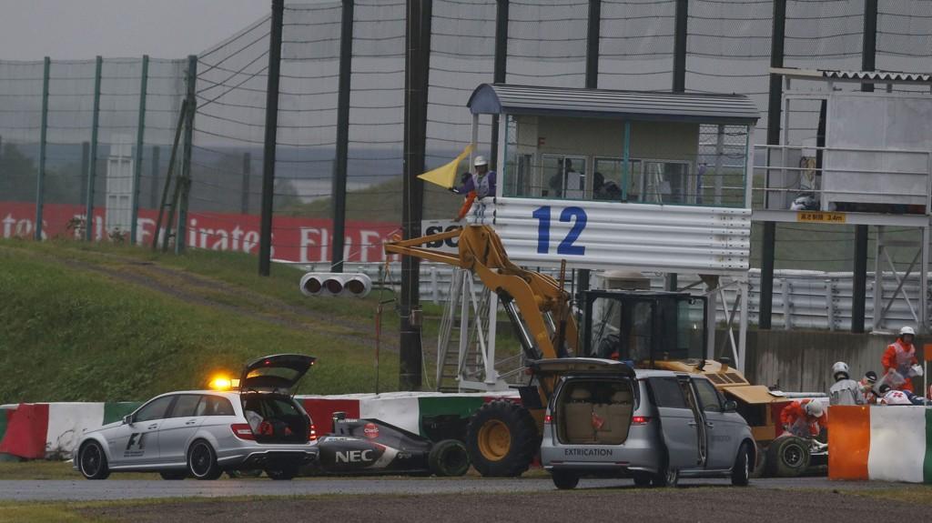 LIVSFARLIG: Regnvær og dårlig sikt gjorde Japan Grand Prix til et mareritt for Jules Bianchi, som nå kjemper for livet.