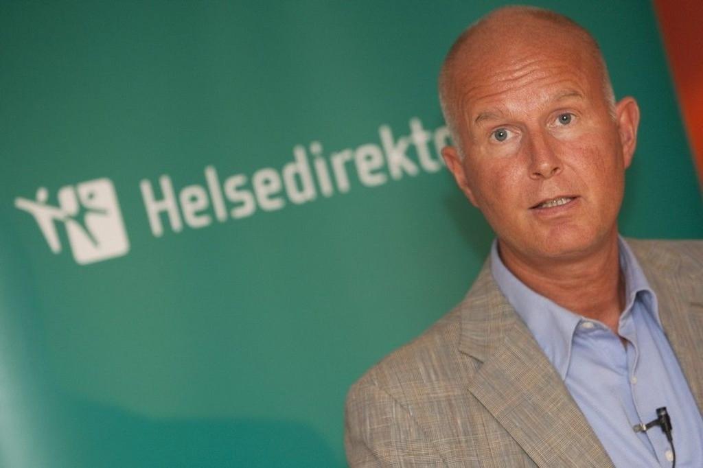 Helsedirektør Bjørn Guldvog mener det ikke er grunn til bekymring for at andre skal bli smittet av den ebola-smittede kvinnen.