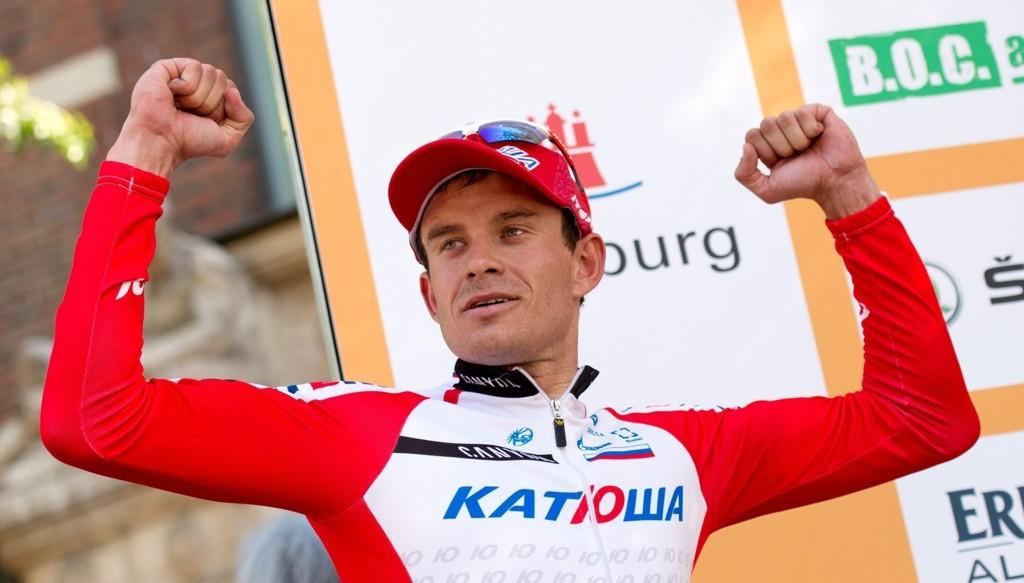 GRUNN TIL Å JUBLE: Alexander Kristoff, som her jubler over seieren i Hamburg 24. august, kan også juble over friheten han får av Katusja-ledelsen.