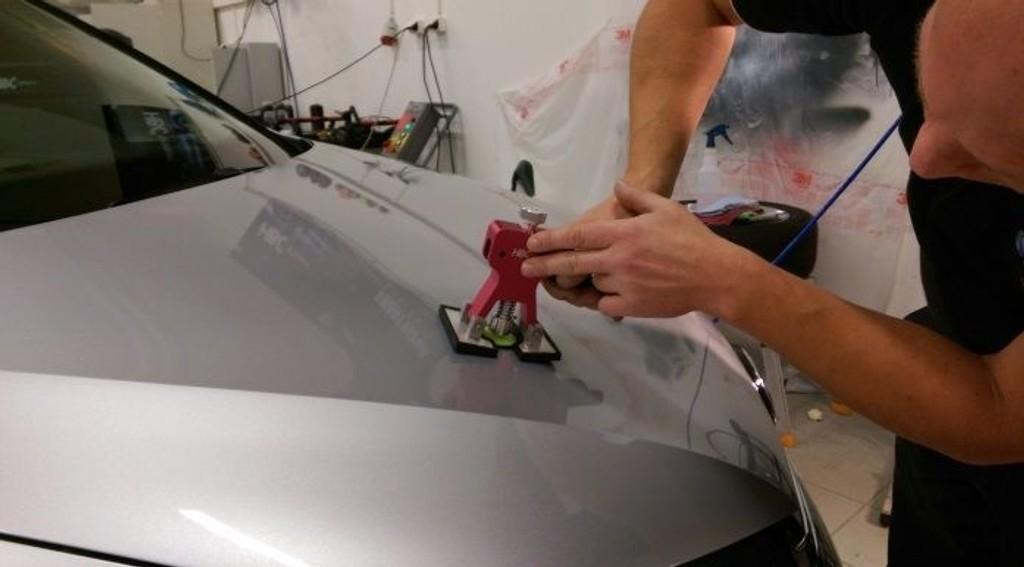 Småbulker uten brett i metallet, steinsprut, riper og sprekk i plasten kan fikses betydelig billigere med ny metode.