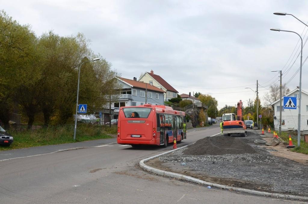 TRYGGERE: Krysset Enebakkveien-Plogveien gjøres nå mye mer oversiktlig, med mer fortau og mindre veibane. Busslommen er fjernet. Alle foto: Nina Olsen