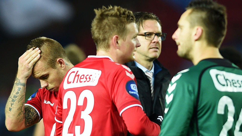 MANGLER ROEN: Det er lite ro å få for trener Rikard Norling og Brann-spillerne om dagen, naturlig nok, vil sikkert mange hevde.