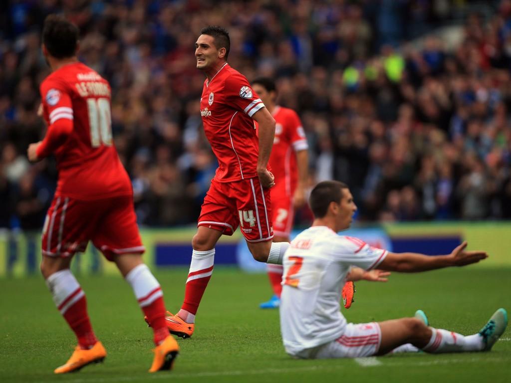 OPPSVING: Federico Macheda scoret ett av målene da Cardiff imponerte mot Nottingham Forest.