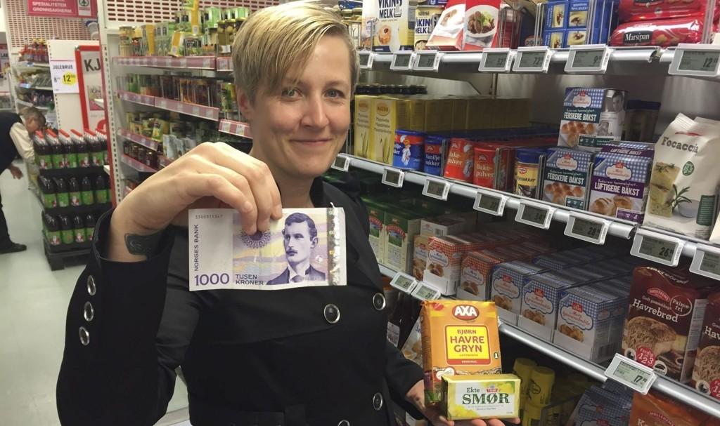 RØRER MANGE: Historien om den hjelpsomme elverumsingen i kassekø rører mange. Lørdag ettermiddag har Kjersti Aas (bildet) fått over 21.000 «likes» på Facebook. Nå får den ukjente redningsmannen et gavekort på 1.000 kr som takk for hjelpa.