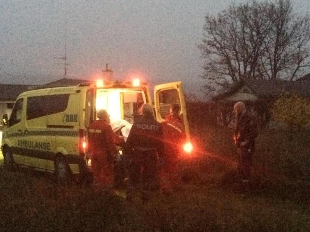 FRAKTET VEKK: Lørdag ettermiddag ble en død mann funnet i vannkanten mellom Hesteberget og Tronvikstranda på Jeløy utenfor Moss.