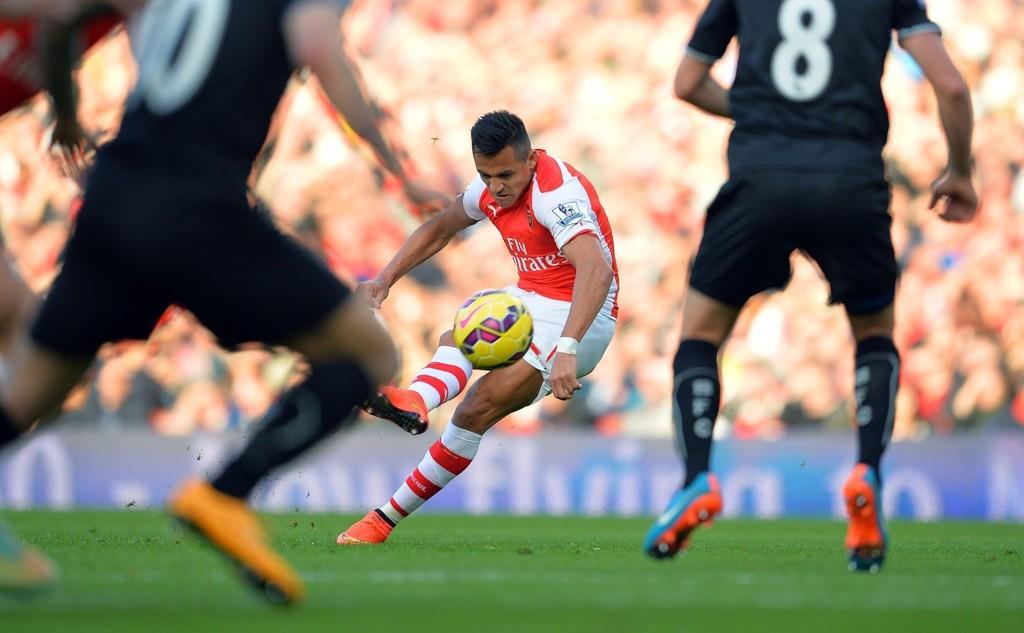 MÅL: Alexis Sanchez herjet mot Burnley, og noterte seg for to scoringer.