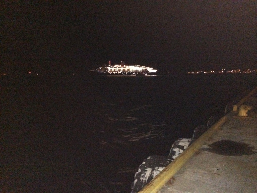 Cruiseskipet Marco Polo er nå av grunnen i Lofoten.