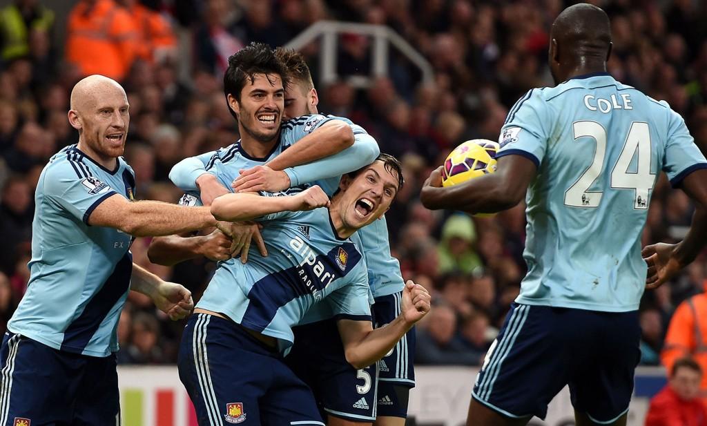 UTLIGNING: Stewart Downing og de andre West Ham-spillerne jubler for 2-2-utligningen mot Stoke.