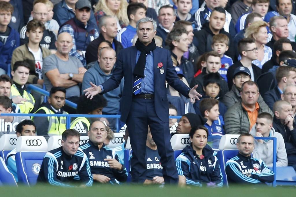 KRITISK: José Mourinho er kritisk til Chelseas supportere for deres manglende evne til å skape en god atmosfære på Stamford Bridge.