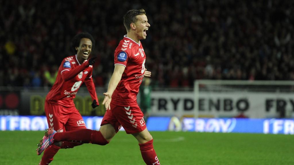 1-0: Jonas Grønner jubler etter å scoret mot Sogndal.