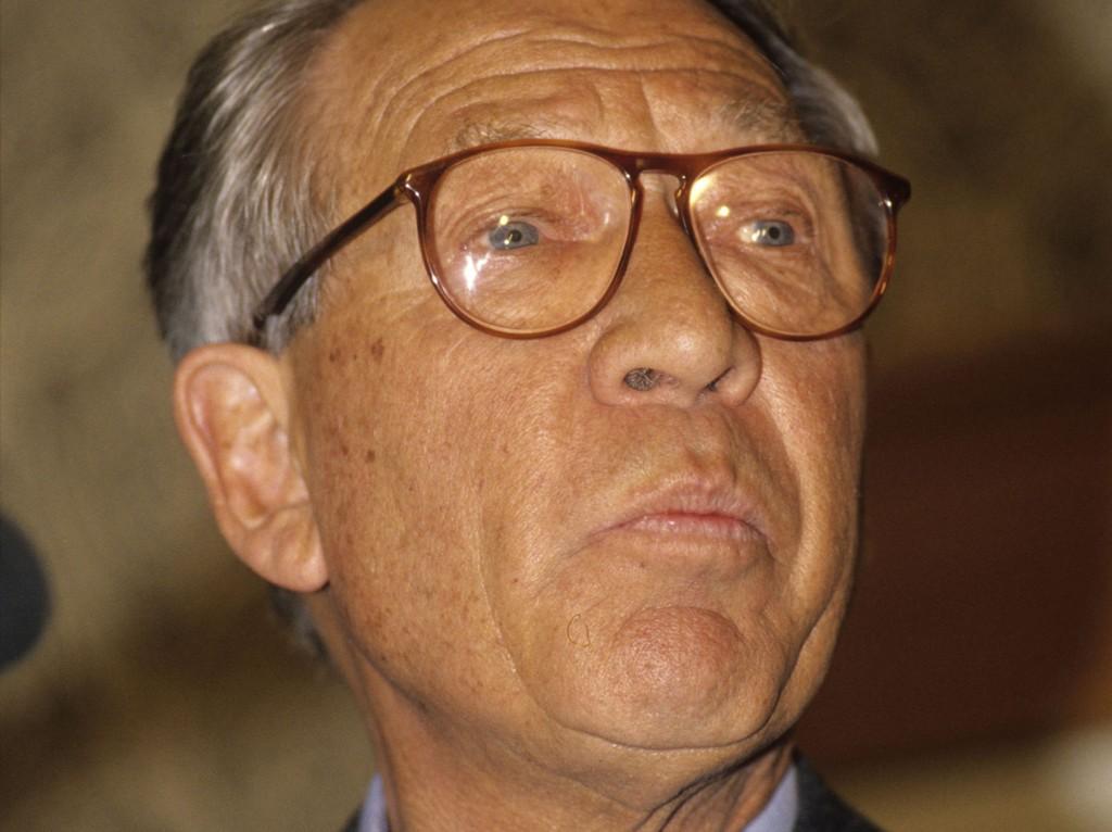 Sønnene til tidligere havrettsminister Jens Evensen, som døde i 2004, møtes i retten mandag for å kjempe om millionarven.
