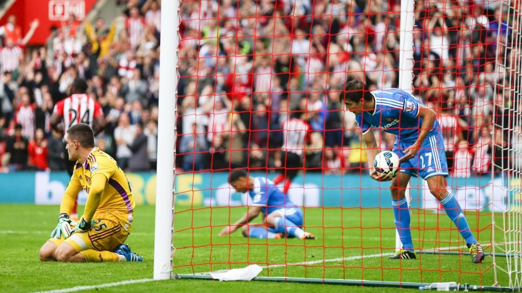 Sunderland-keeper Vito Mannone hadde ingen god dag på jobben mot Southampton for to uker siden og måtte se at hele åtte mål gikk inn i nettmaskene.