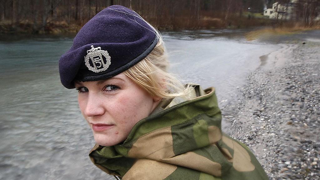 BLE BEORDRET: Den kvinnelige soldaten Alice Asplund ble beordret til å bade naken sammen med 30 gutter i førstegangstjeneste.