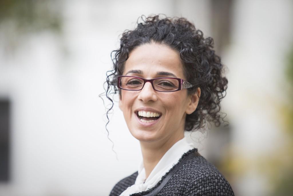 Masih Alinejad utfordrer loven ved å oppfordre til å dele bilder uten sjal. Hun kaller det Stealthy Freedom, eller hemmelig frihet.