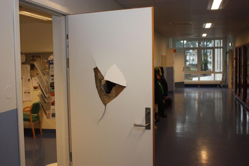 For andre gang denne uka gikk innbruddsalarmen på Prinsdal skole. Her er noe av skadene etter det første innbruddet.