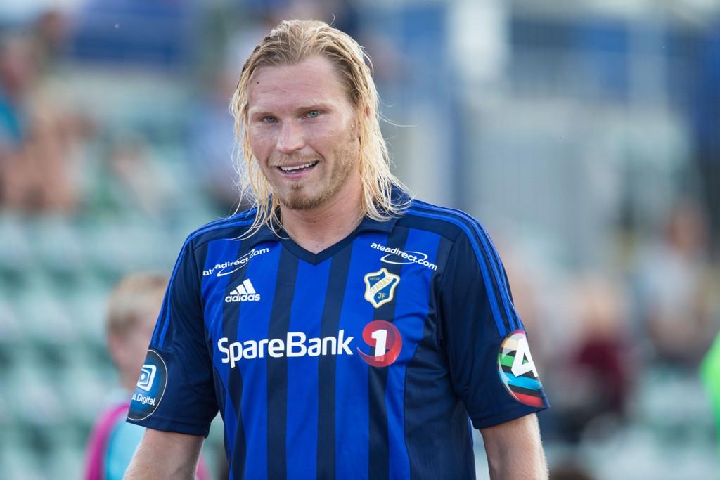 UTE AV LAGET: Tomasz Sokolowski må se Stabæks kamp mot Sogndal fra sofaen etter sine uheldige uttalelser.