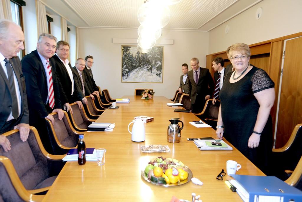 Det er de parlamentariske lederne i regjeringspartiene og støttepartiene før forhandlingene.