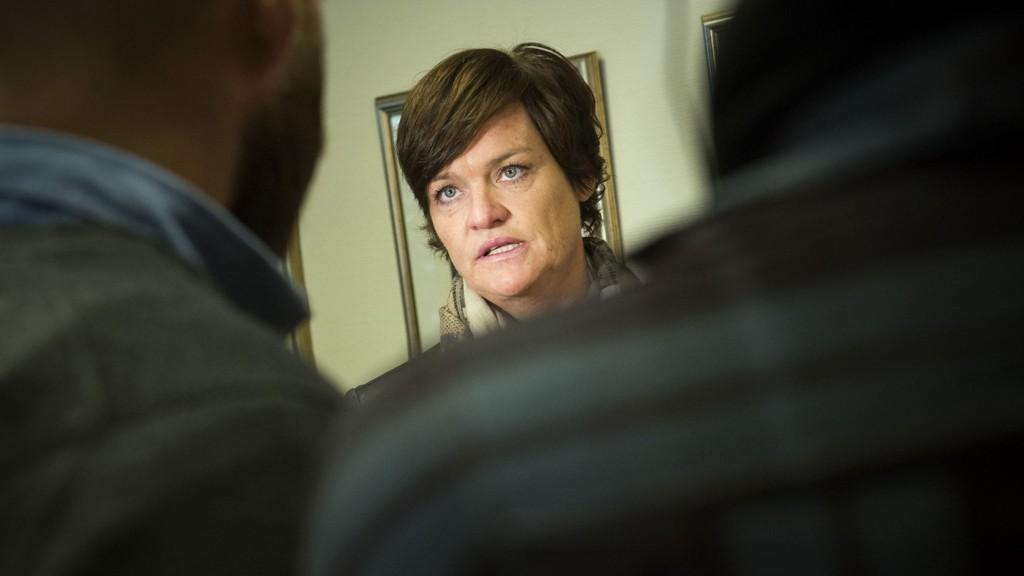 FORSVARER: Mette Yvonne Larsen forsvarer den voldstiltalte idrettsutøveren.